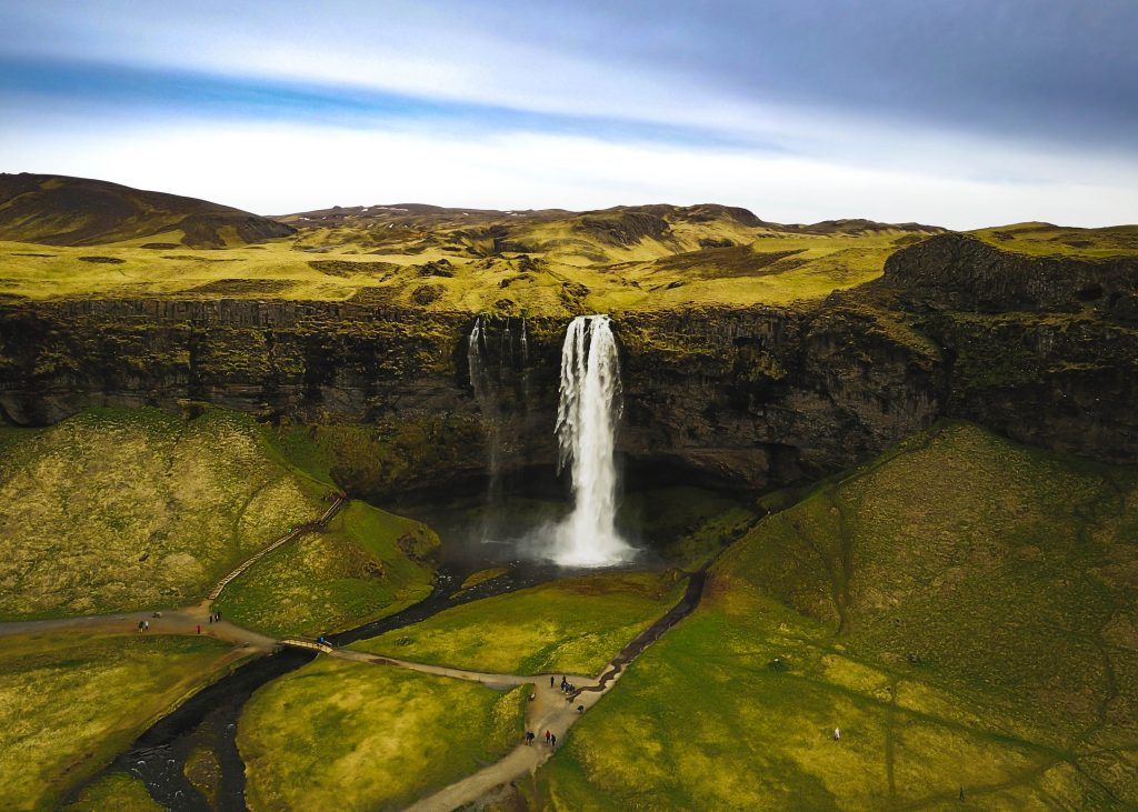 how to travel to iceland