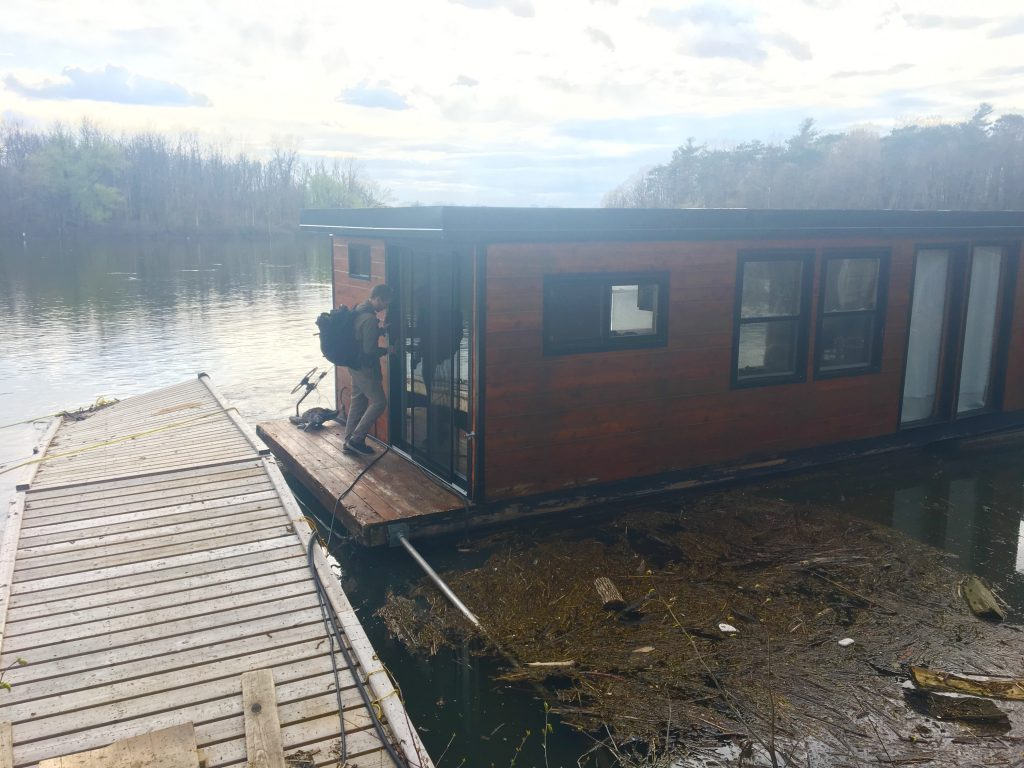 small houseboat in quebec