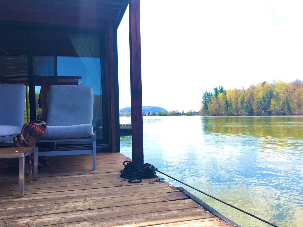 airbnb houseboat patio